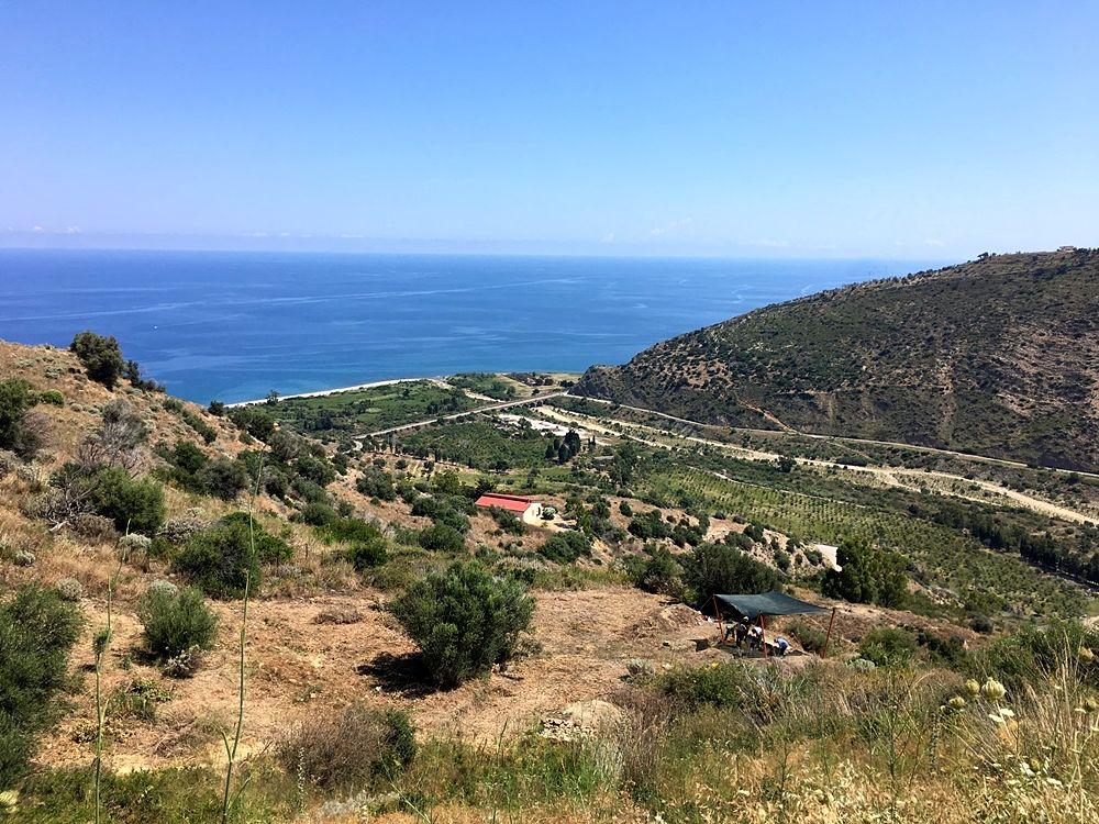 Vista verso il mare dal sito del teatro di halaesa, Tusa (Messina) - Image by  Mission Archéologique Française d'Halaesa - MAFHA