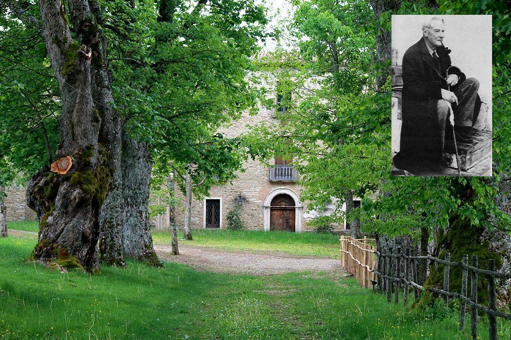 Scorcio di Torre Camigliati, residenza dei baroni Barracco, Camigliatello Silano, Parco Nazionale della Sila (nel riquadro lo scrittore inglese Norman Douglas)| Ph. Gianni Termine