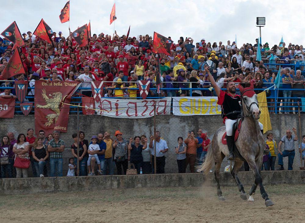 Il vincitore del Palio del Principe 2018, Carmine Bisignano detto Cavallo (rione Piazza) – Ph. © Francesco Cariati