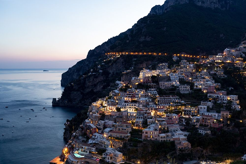 Veduta di Positano al crepuscolo - Ph. Camron Photo | ccby-nd2.0