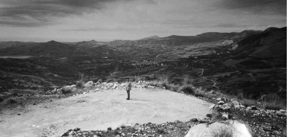 Lorenzo Reina, 30 anni fa, nel luogo dove sarebbe sorto il Teatro Andromeda