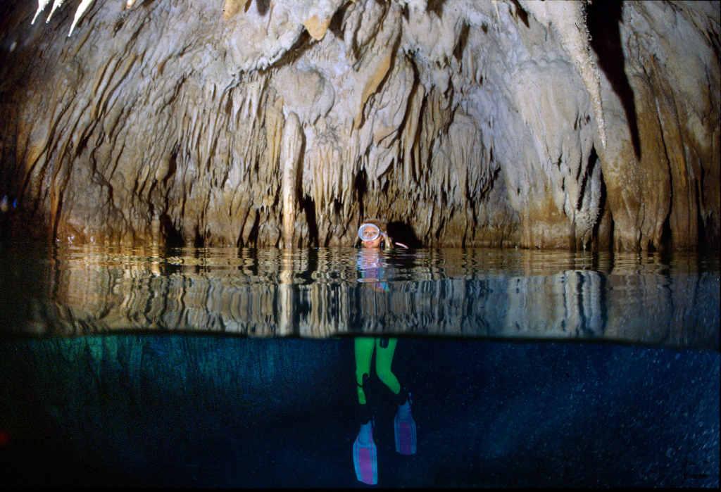 Riemersione in una delle campane d'aria della Grotta Gargiulo, Isola di Dino, Praia a Mare (Cs) - Image by ItaliaNostra