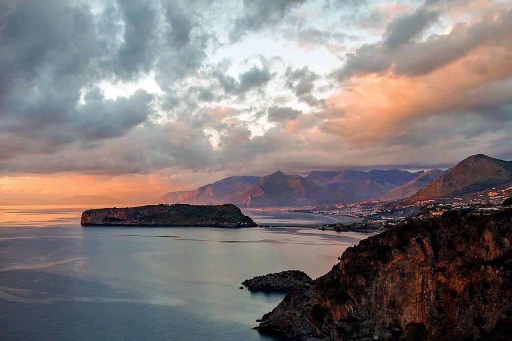 L'Isola di Dino e Praia a Mare viste da San Nicola Arcella (Cs) - Ph. Valter Cirillo