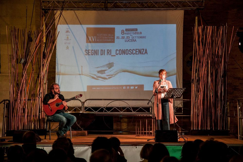 Isabella Ragonese e Pierluigi Vannella (alla chitarra)
