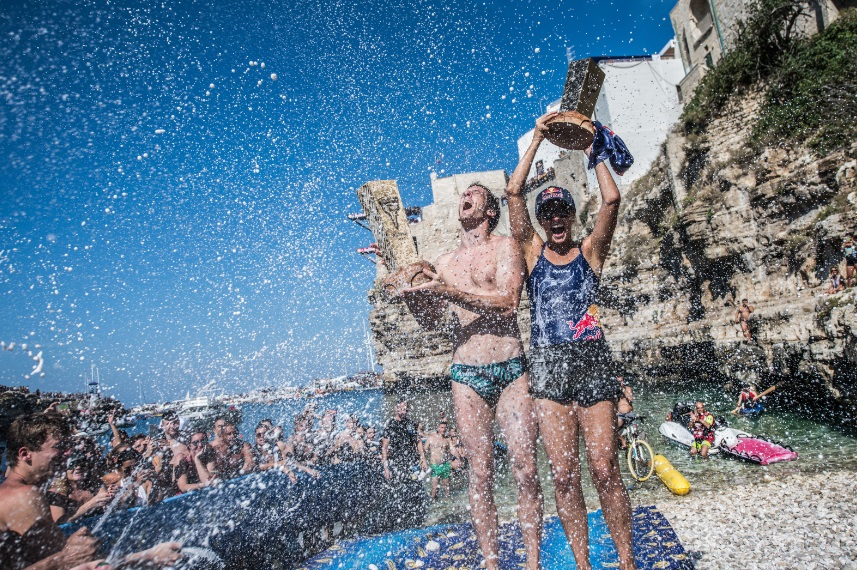 Gary Hunt e Rihanna Iffland sul podio dei vincitori - © Red Bull Cliff Diving World Series 2018