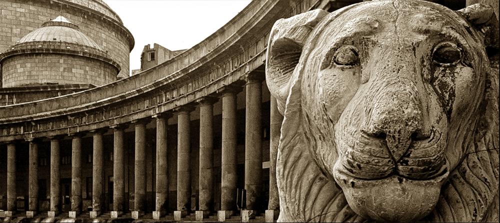 Scorcio del colonnato di S. Francesco di Paola © Augusto De Luca