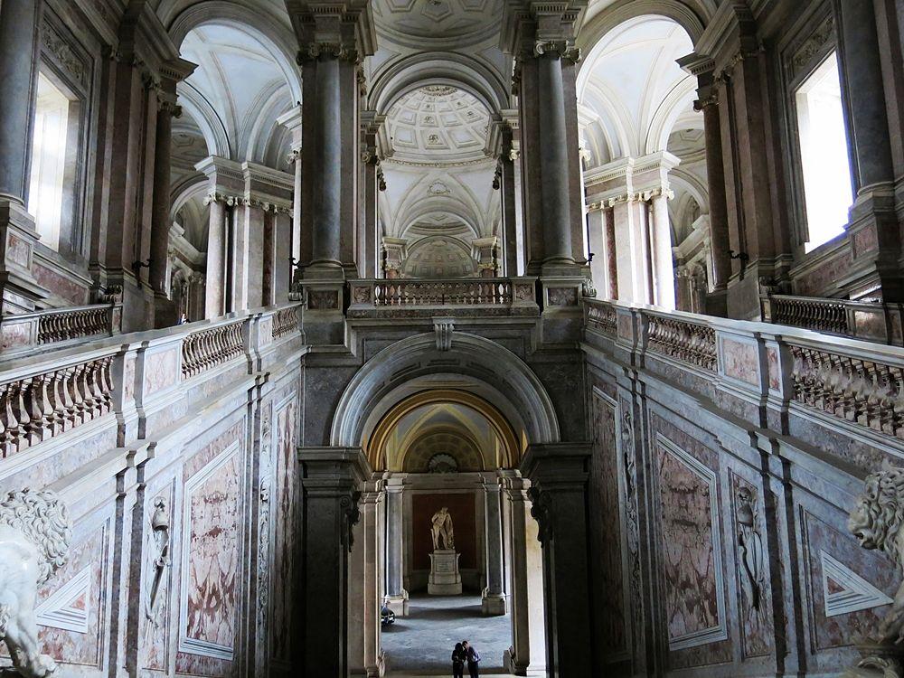 Lo Scalone della Reggia di Caserta - Image source | ccby-sa2.0