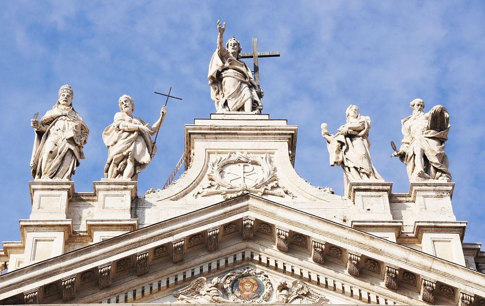 Frontone della Basilica di San Giovanni in Laterano, Roma - Ph. Anna Klein