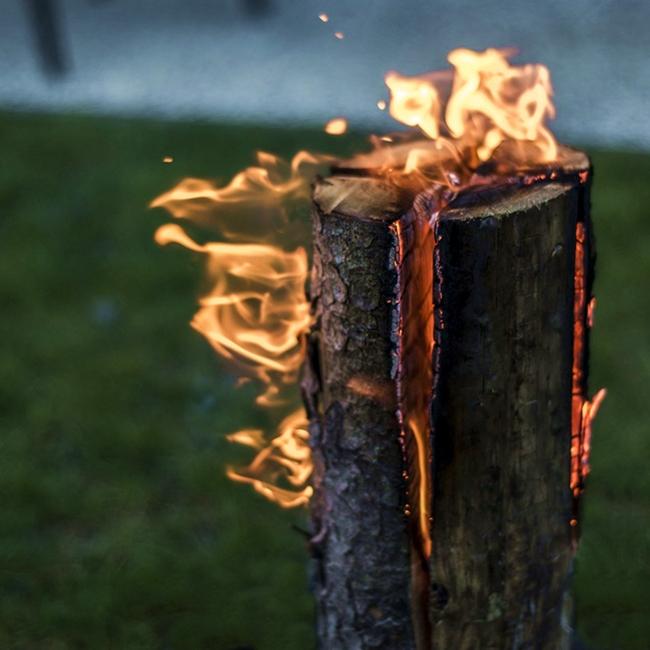 Esempio di torcia ottenuta con legno resinoso