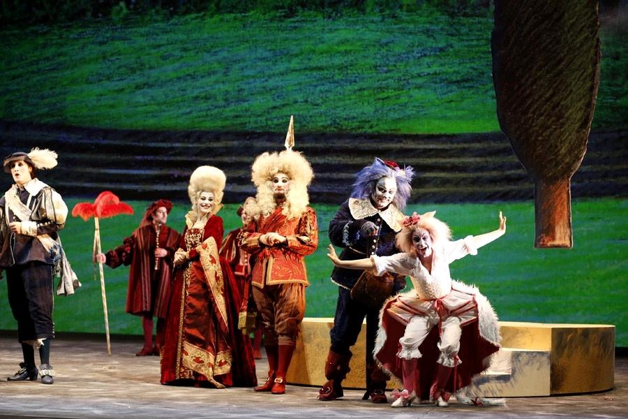 """Una scena del """"Gatto con gli stivali"""", Teatro Petruzzelli, Bari"""