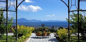 Riapre a Napoli il giardino pensile di Palazzo Reale, affaccio mozzafiato sul Golfo più bello del mondo