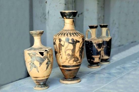 Vasi a figure nere ritrovati nella necropoli di Himera – Fonte: Soprintendenza Archeologica Palermo