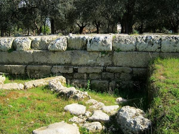 Scorcio della cinta muraria messapica di Muro Leccese, IV sec. a.C. - Ph. courtesy Alessandro Romano