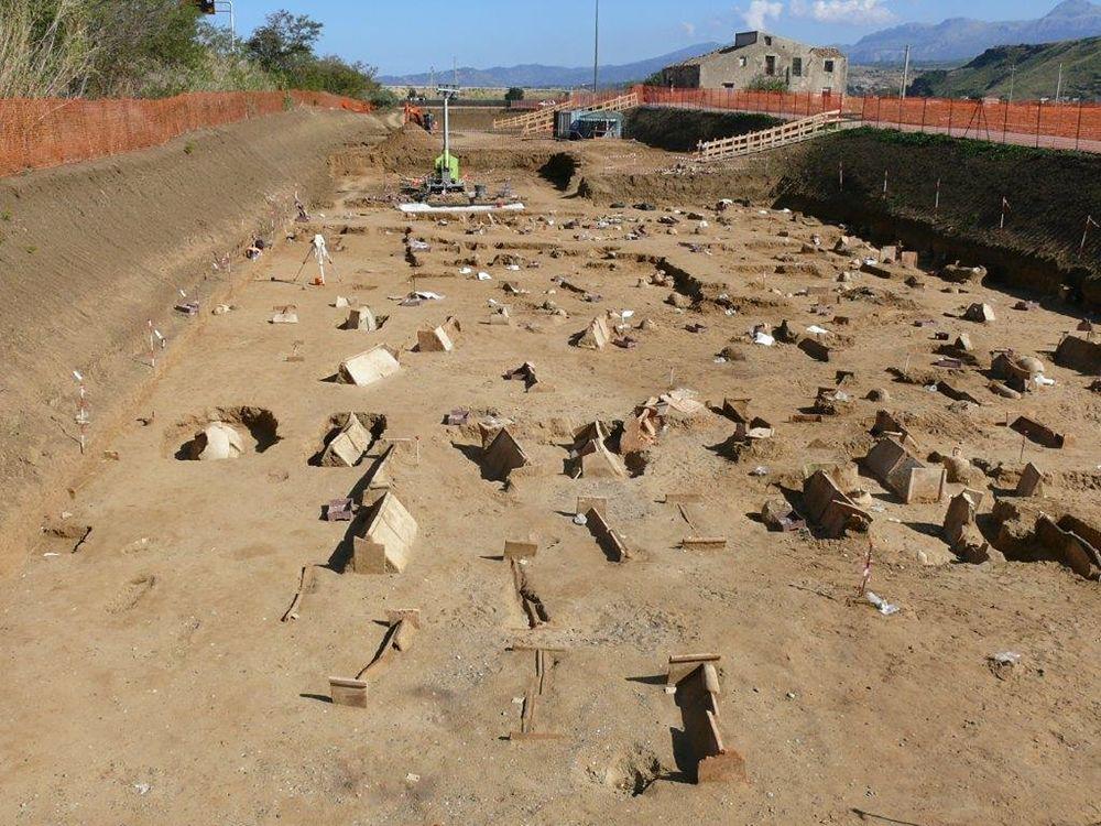 Scorcio della vastissima necropoli di Himera - Fonte: Soprintendenza Archeologica Palermo