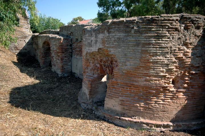 Scorcio delle strutture superstiti della Villa di Tigellino, a P.ta S. Limato
