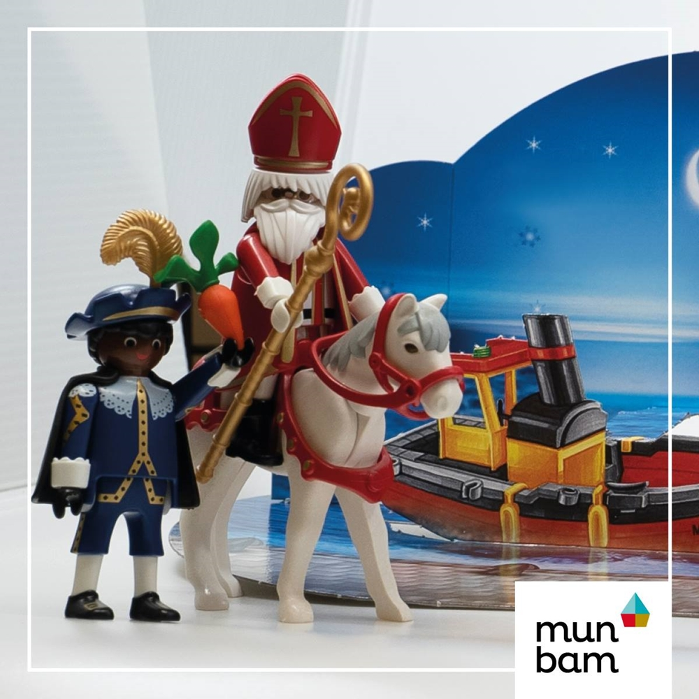 Giocattolo con il San Nicola olandese (Sint-Nicolaas, o Sinterklaas), accompagnato dal suo fido assistente Zwarte Piet