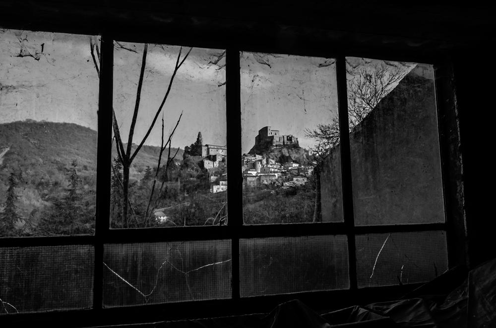 """Il borgo di Laurenzana (Pz) visto dall'Antica Filanda """"De Rosa"""" -  Ph. © Francesco La Centra"""
