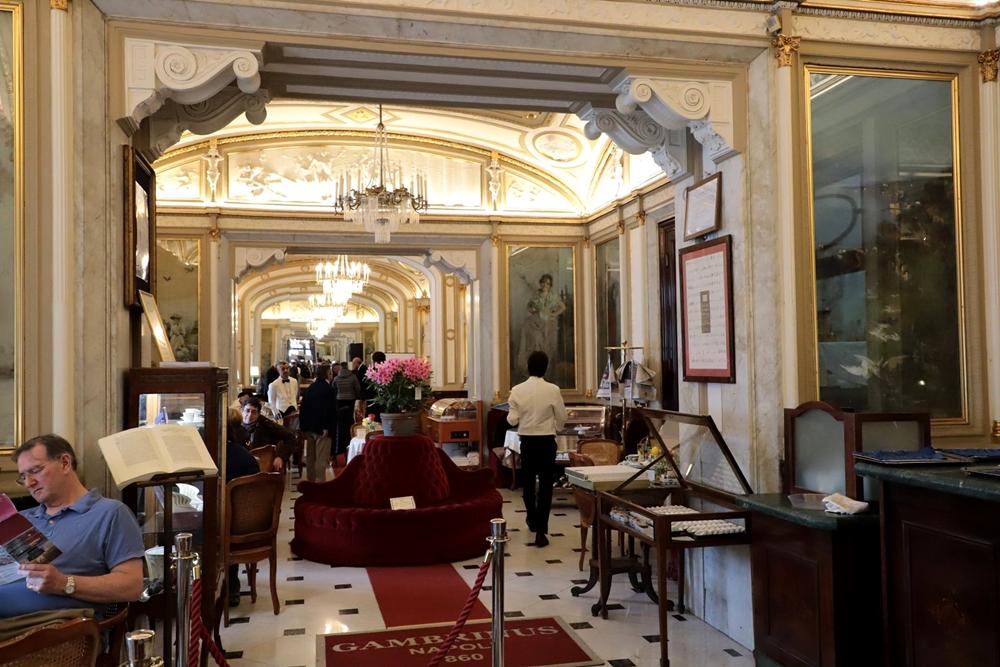 Scorcio dello storico Gran Caffé Gambrinus, since 1860, Napoli