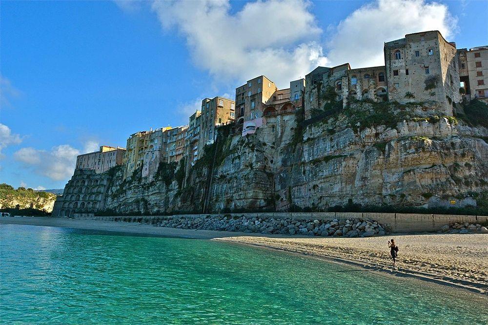 Veduta di Tropea (VV) dalla spiaggia di S. Maria dell'Isola - Ph. Stefano Contin