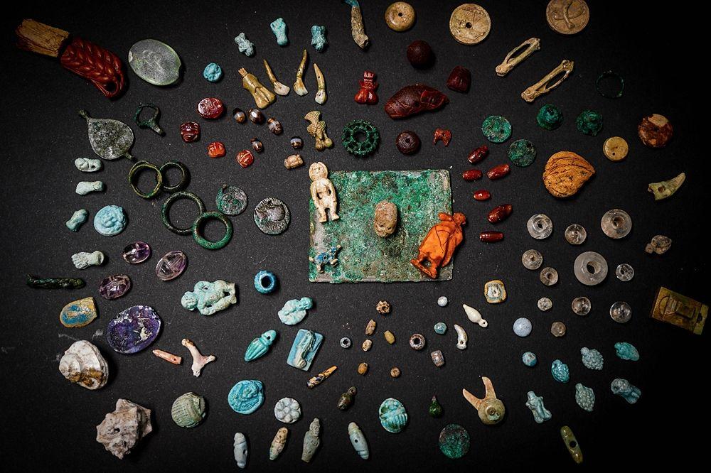 Visione d'insieme dei reperti rinvenuti nella Casa del Giardino, Regio V, Pompei - Ph. Cesare Abbate /ANSA