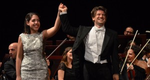 Concerto trionfale di Beatrice Rana al Teatro Petruzzelli di Bari. Applausi calorosi anche per l'Orchestra del Teatro diretta da Rustioni