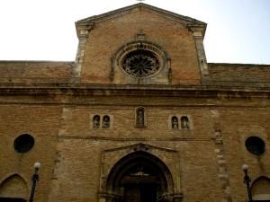 Scorcio della facciata del duomo di S. Leucio, Atessa