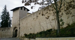 Sorprese e scoperte emergono dal restauro delle antiche mura civiche dell'Aquila
