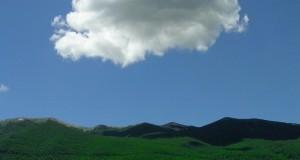 Racconta il tuo SUD   In Abruzzo la primavera la dipinge Magritte, scatto di Alessandro Pucci