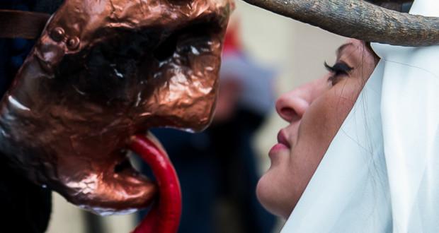 Viaggio nell'arcaico e suggestivo Carnevale lucano delle Maschere Cornute di Aliano