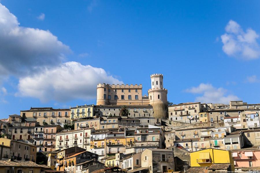 Calabria - Veduta del centro storico di Corigliano Calabro (Cosenza) con in cima il Castello Ducale XI-XIX sec. -– Ph. © Ferruccio Cornicello
