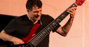 PHOTOREPORTAGE | John Patitucci, il genio del basso jazz in concerto a Cosenza con Danilo Perez e Brian Blade