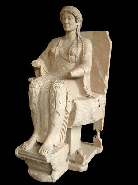 Persefone, marmo pario, V sec. a.C., Altes Museum, Berlino -  Ph. Jean-Pierre D'Albéra | CCBY2.0