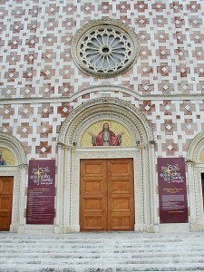 Particolare della facciata della Basilica del Volto Santo, Manoppello (Pe) - Ph. Raboe001 | CCBY-SA2.5
