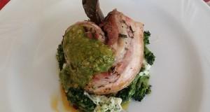 Ricette d'Autore | Pancetta di maiale calabrese agli aromi di campagna su tortino di broccoli e provola silana con pesto di Pachino e rucola