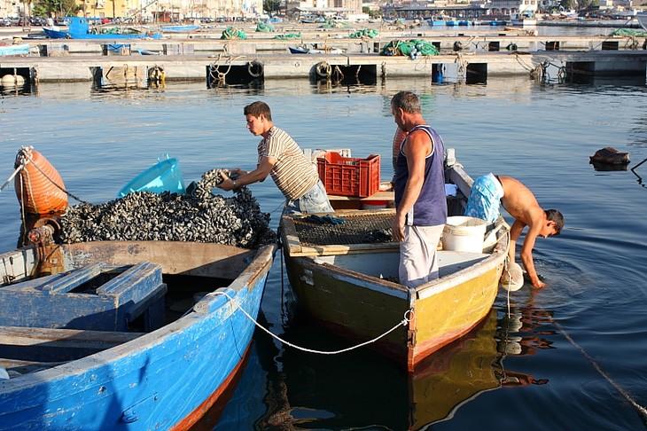 Pescatori a Taranto – Ph. © Anna Svelto