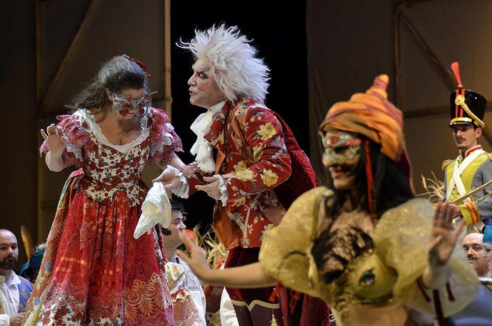 """Calorosi applausi al Petruzzelli di Bari per """"L'elisir d'amore"""" di Donizetti. Successo personale per Maria Grazia Schiavo"""