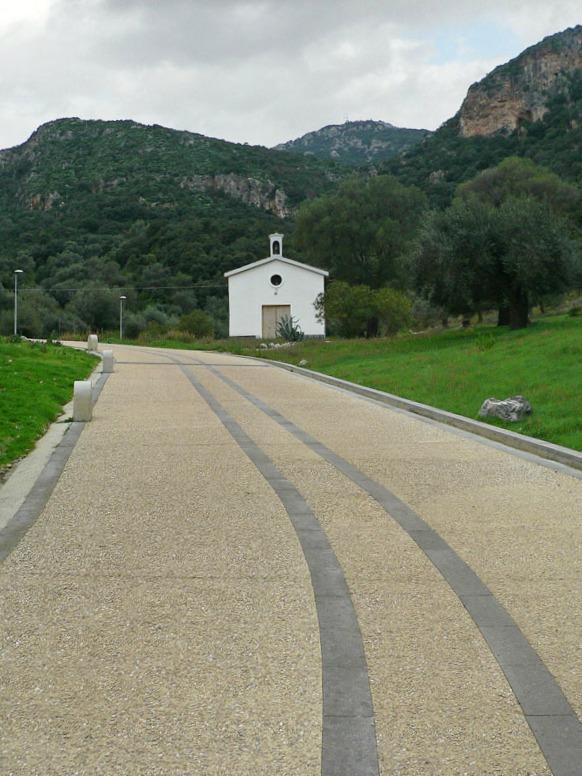 Fra nuraghi e antiche miniere, è in Sardegna la grotta naturale più grande del mondo transitabile su strada