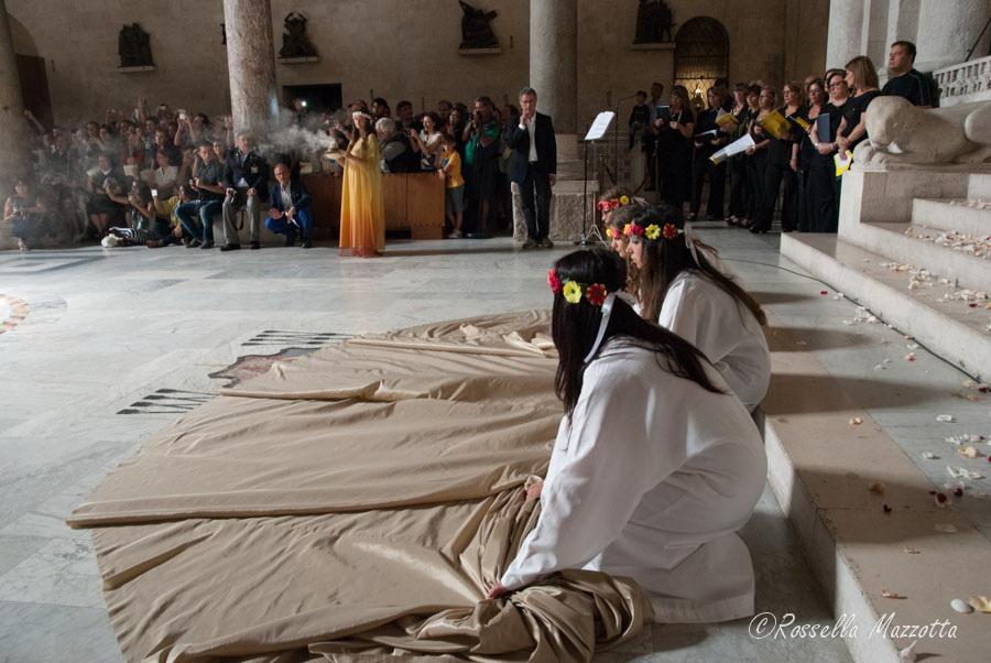 Il sole e la pietra: nella Cattedrale di Bari incanta il fenomeno del Solstizio d'Estate