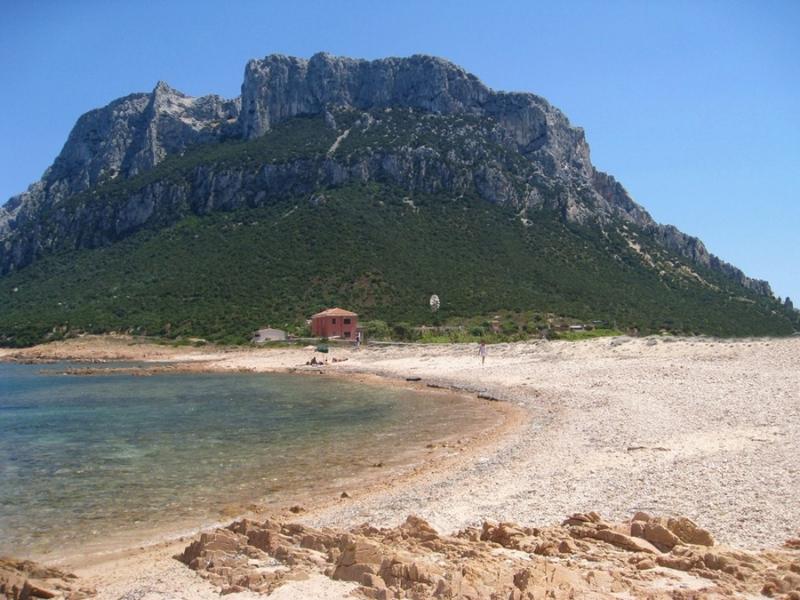 Isola di Tavolara e la leggenda del Regno più piccolo del mondo