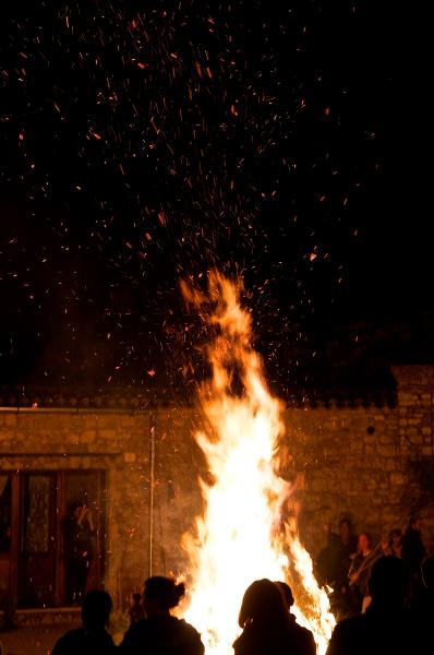 La lunga notte di Orsara di Puglia. Vince la tradizione nel borgo invaso da migliaia di visitatori