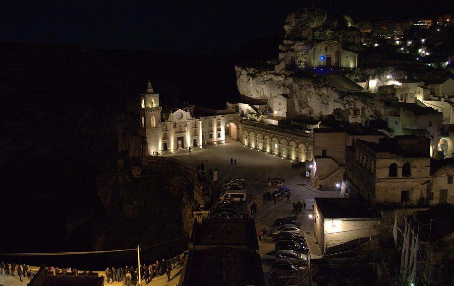 Mater  Sacra. Il rito della Passione nella rivisitazione scenografica dei Sassi di Matera