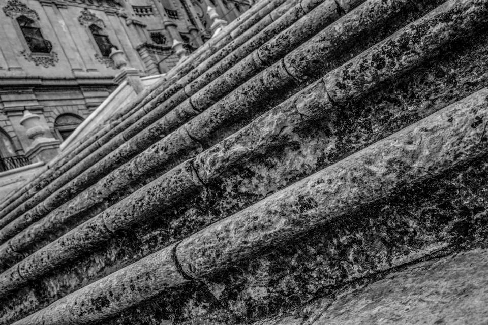 Sicilia, una terra sul magico confine fra luce e ombra. Immagini di Nicola Vigilanti - Noto