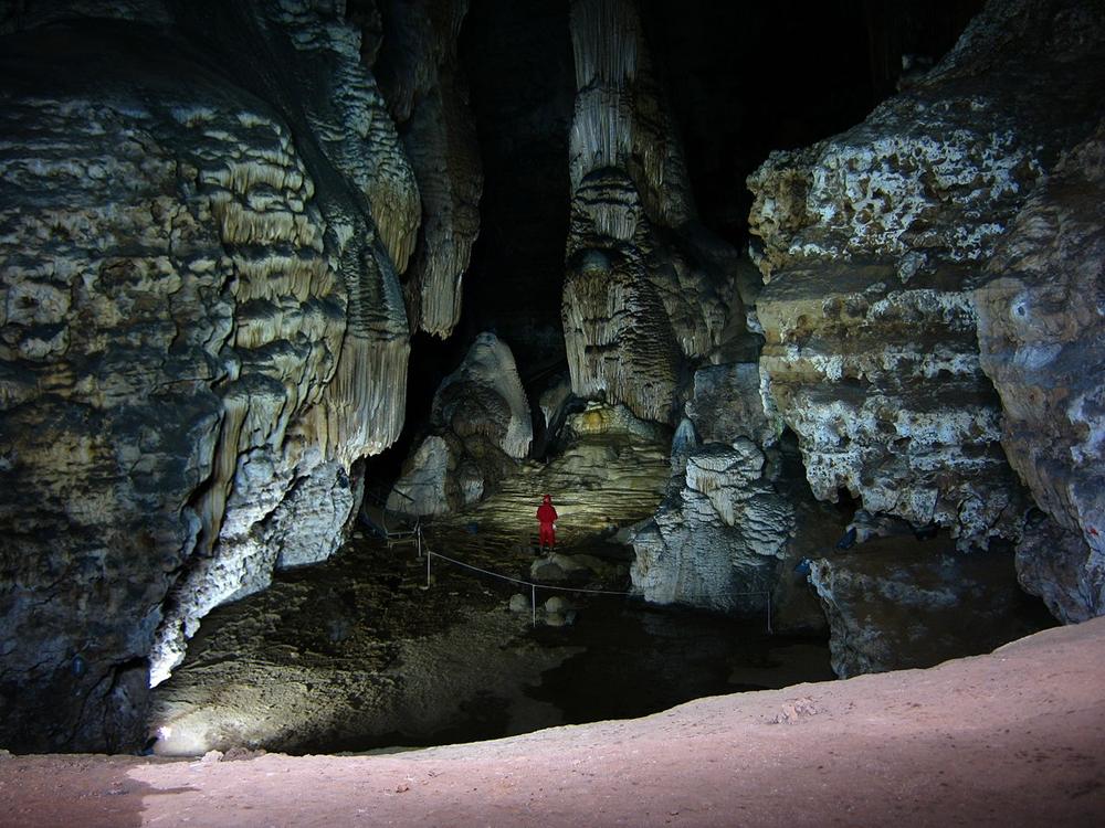 1280px-Grotta_su_Marmuri