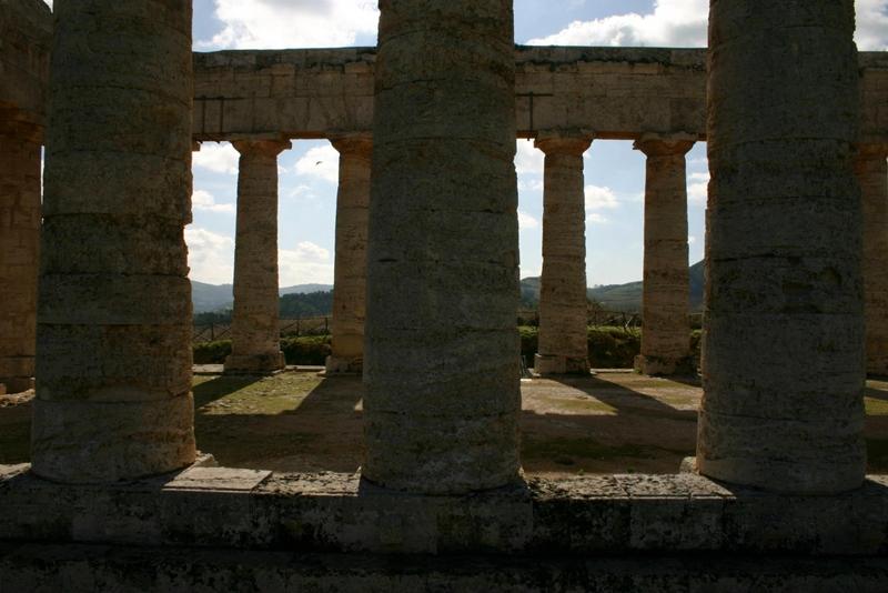 Tra le colonne del tempio di Segesta - Ph. Pedro Hernandez | ccby-sa2.0