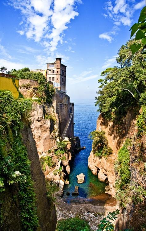 Villa Crawford: scorcio del suo affaccio sul Golfo del Pecoriello, Sant'Agnello (Napoli) - Ph. Andrea Amiranda