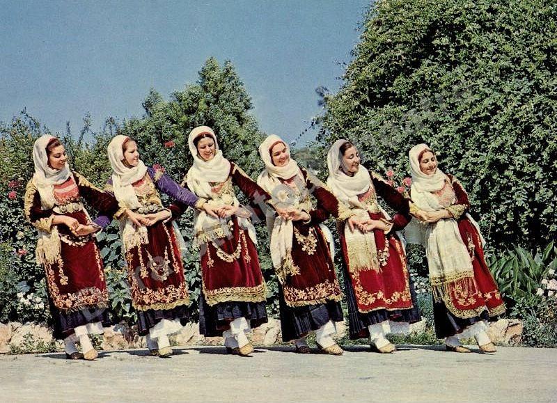 """La danza femminile greca """"stavrotos"""", Isola di Salamina"""