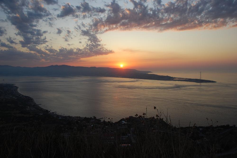 Lo Stretto di Messina al tramonto - Ph. Piervincenzo Canale | ccby-sa2.0