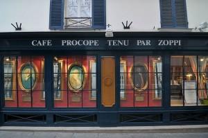 Parigi - Le vetrine del Café Restaurant Le Procope, oggi.