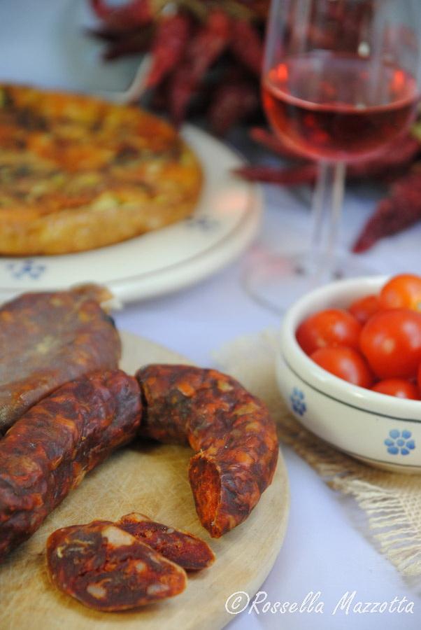 Tagliere di salsiccia calabrese - Ph. Rossella Mazzotta