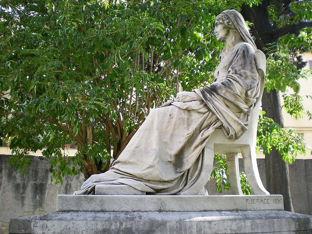Monumento funerario della scienziata scozzese Mary Somerville, realizzato da Francesco Jerace nel 1876, Cimitero degli Inglesi, Napoli